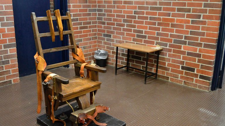 Electric chair executions halted as court says killers must get firing squad option